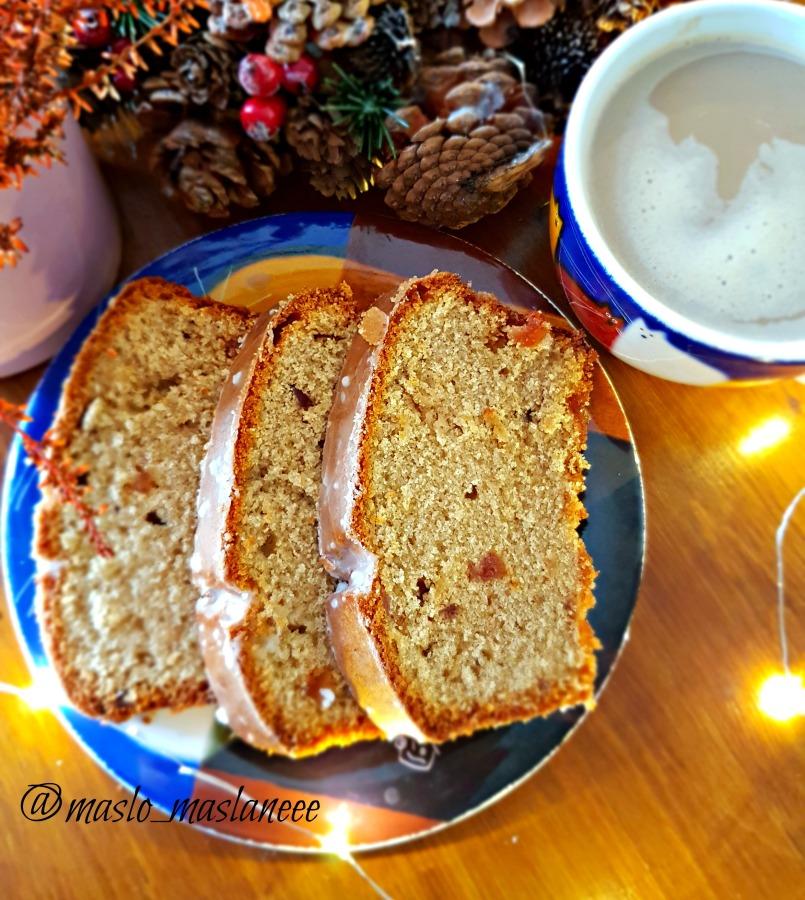 Gryczane ciasto z orzechową nutą i glazurowanąwiśnią